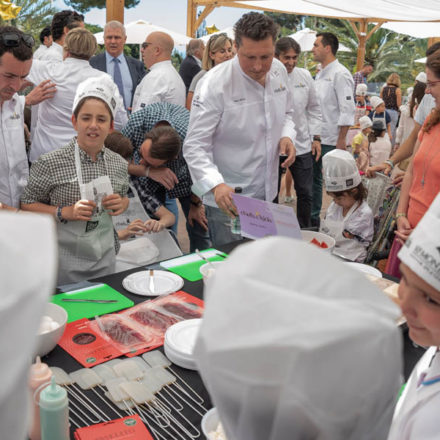 Chefs, niños y hamburguesas